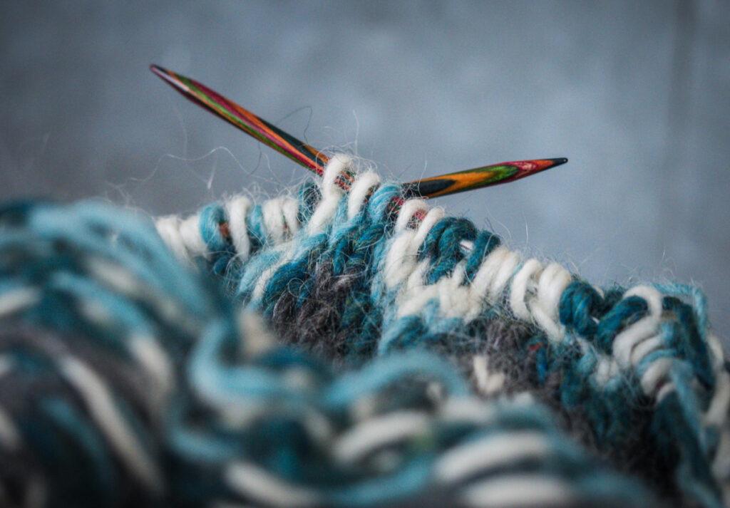 Islantilaisneuleen kaarroke kannattaa neuloa nurinpäin Kuva: Terhi Ilosaari