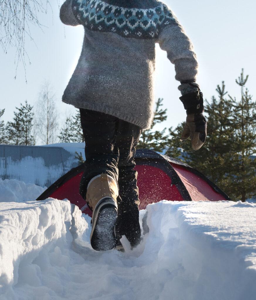 Islantilaisneule talvipolulla Kuva: Terhi Ilosaari