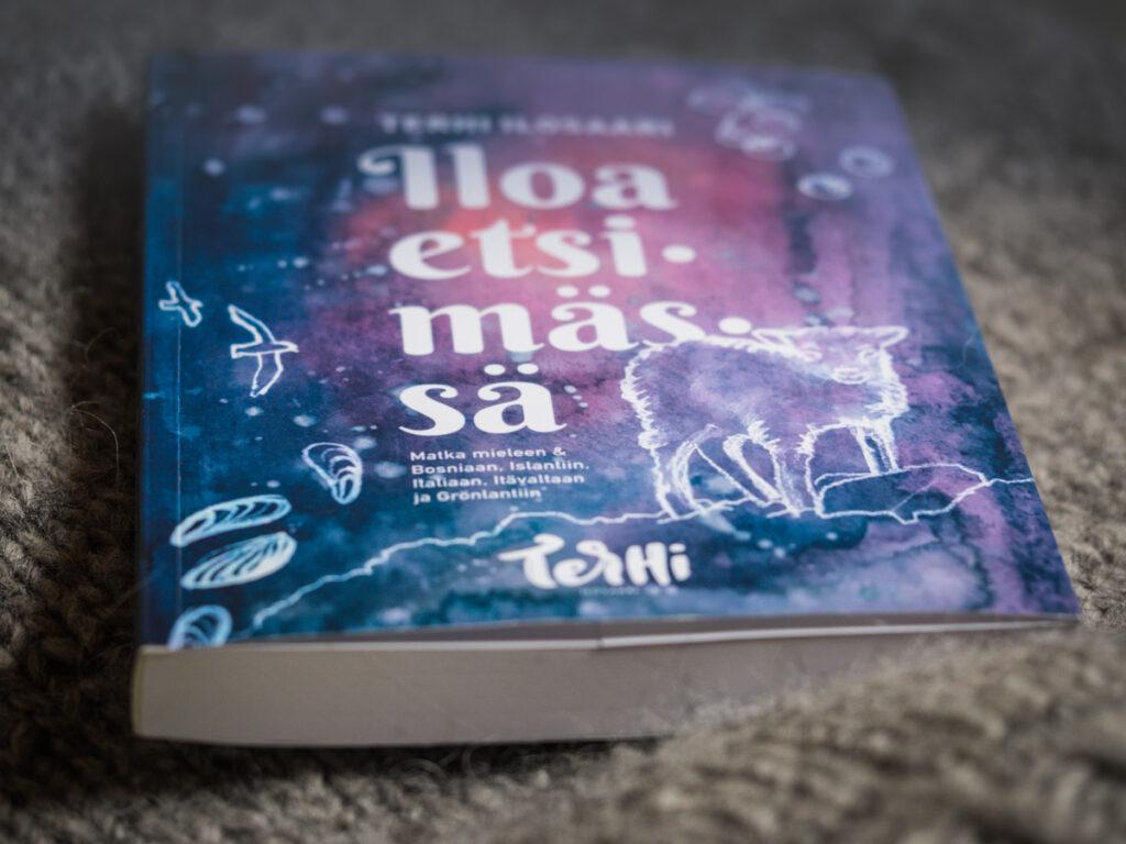 Iloa etsimässä -kirjan kannet Kuva: Terhi Ilosaari